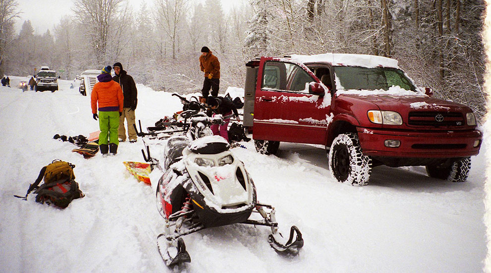 Halfway Oregon trailhead snowmobile gearing up